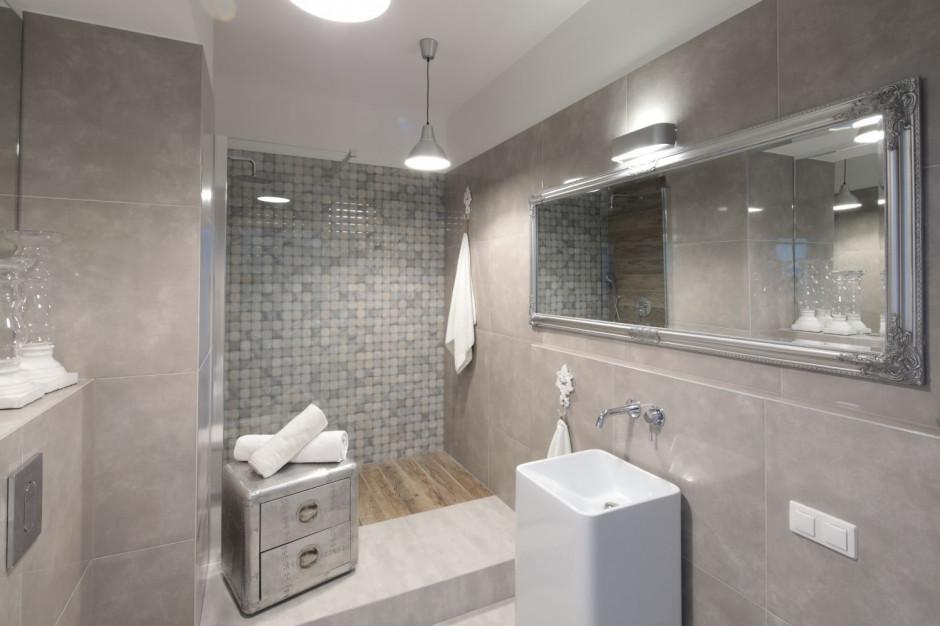 Ściana w strefie prysznica: zobacz pomysły projektantów
