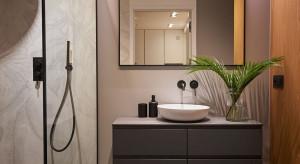 Spieki kwarcowe w przestrzeni łazienki. Przykładowa realizacja