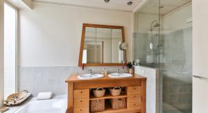 Mała łazienka w bloku - jak zaaranżować?